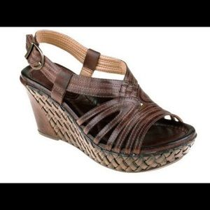 EARTH Sz 9.5 Brown Leather Wedge Sandals